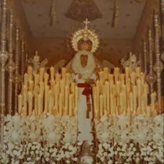 El paso de Palio de Madre de Dios de la Misericordia a principios de la década de los 80.