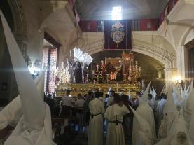 El Señor del Consuelo saliendo de la Basílica