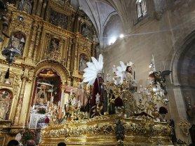 Paso de Misterio en el interior de la Basílica